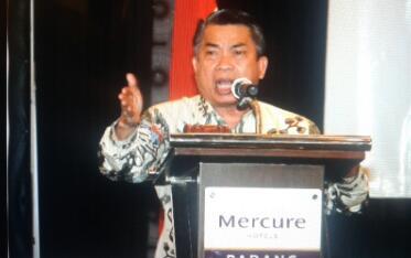 Kaum Ibu Ikuti Seminar Nasional MPR Di Padang