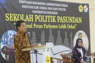 Sekolah Politik Pasundan, Sesjen MPR Bahas Peran Parlemen Ke Generasi Milenial
